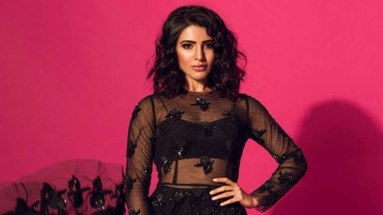 Samantha oozes oomph and drama in this sheer black dress