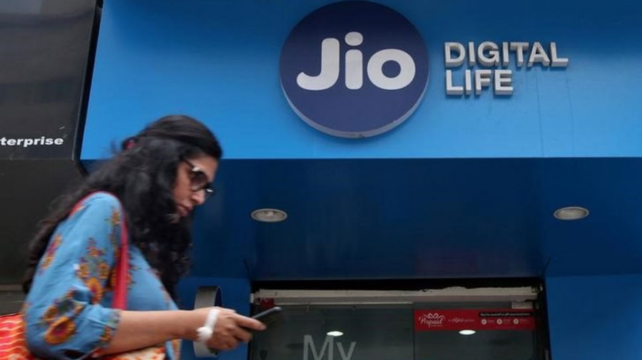 Reliance Jio beats other telcos in 4G download speed in February
