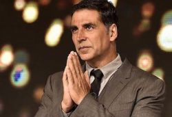 Akshay sends money to 1,500 daily wagers' accounts amid COVID-19