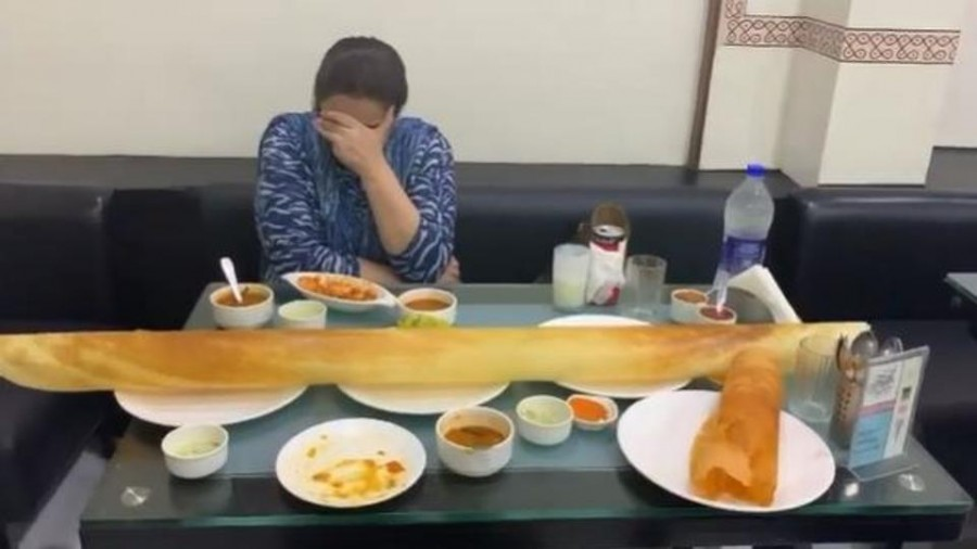 It's a cheat day for Sara Ali Khan and Mom Amrita Singh, order unbelievably large dosa