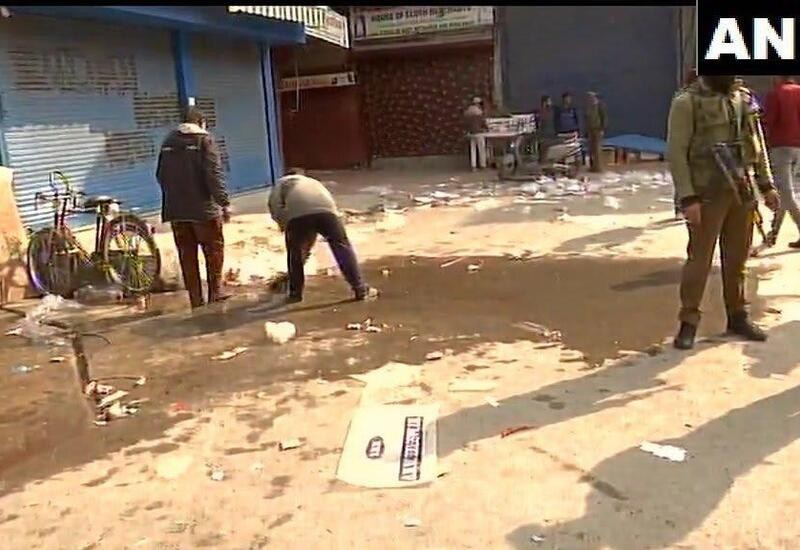 Terrorists hurl grenade in a market in Srinagar, 25 injured