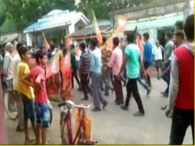 Violence continues in Bengal: Bomb hurled at BJP's victory rally in Birbhum; 4 injured