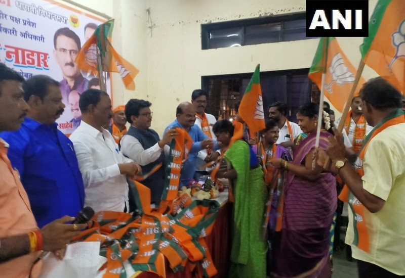 400 Shiv Sena workers join BJP at Mumbai event