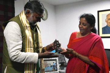 Nirmala Sitharaman handed over antique Bronze Idol of Buddha to Prahlad Singh Patel