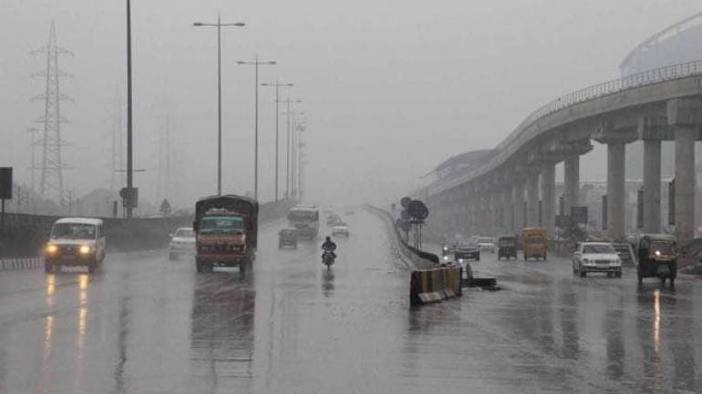 Chill in air, light drizzle: Delhi weather goes through a sudden mood swing
