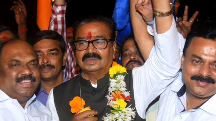 Gajanan Kirtikar wins big; seat-change plan fails for Sanjay Nirupam in Mumbai North West