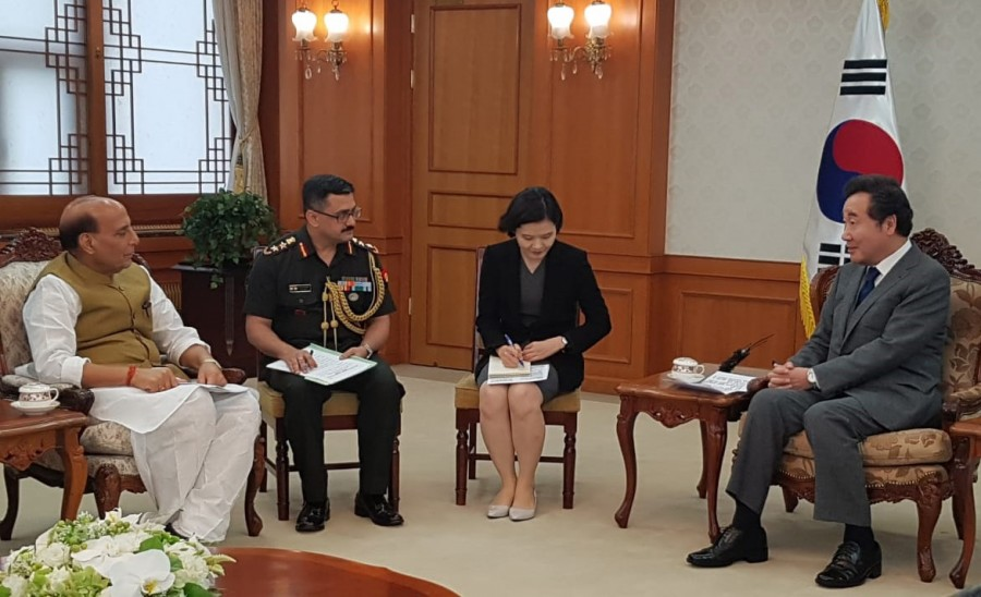The two leaders comprehensively review bilateral defence co-operation