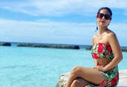 'Water Baby' Hina Khan Is Living Her Best Life In Maldives, she shared his Hot pictures