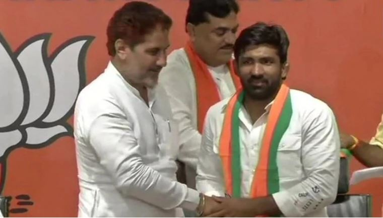 Wrestler Yogeshwar Dutt and former hockey player Sandeep Singh join BJP