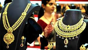 Gold Prices Fall Below 33,000-Rupee Mark