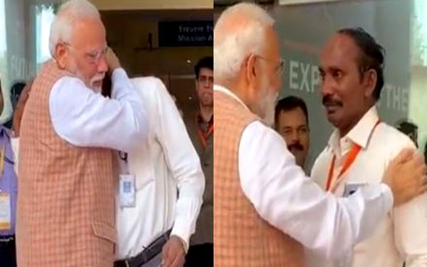 PM Modi Consoled An Emotional ISRO Chief