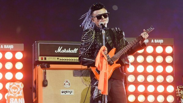 Tearful Jack Ma, With Guitar And Rock Star Wig, Says Farewell To Alibaba