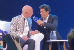 Jeff ko pakadna mushkil nahi namumkin hai: SRK makes Bezos say Don dialogue