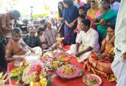Kerala mosque hosts Hindu couple's wedding, gifts 10 gold items, ₹2 lakh