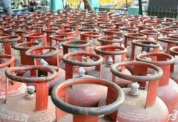 Non-subsidised LPG cylinder prices cut by up to ₹65 amid lockdown