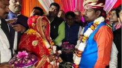 Couple exchange onion garlands on wedding, SP calls it 'historic'