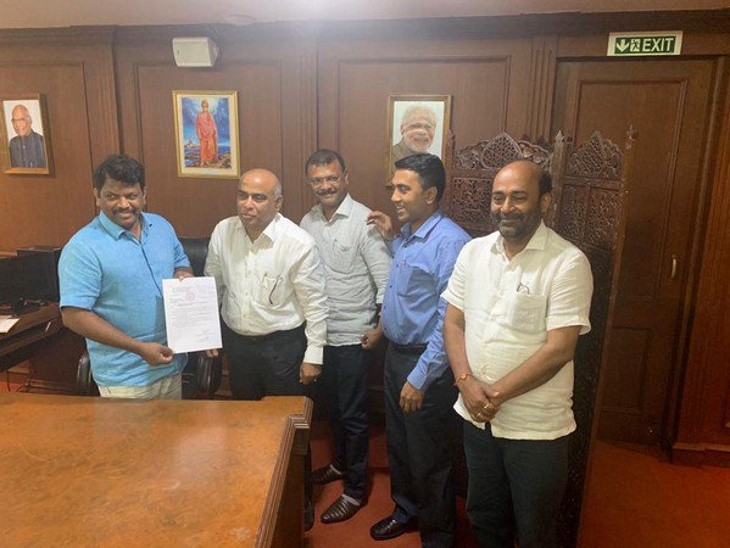 Goa: Two MGP MLAs switch over to BJP, CM Sawant to take decision on continuing with Dhavalikar as Dy