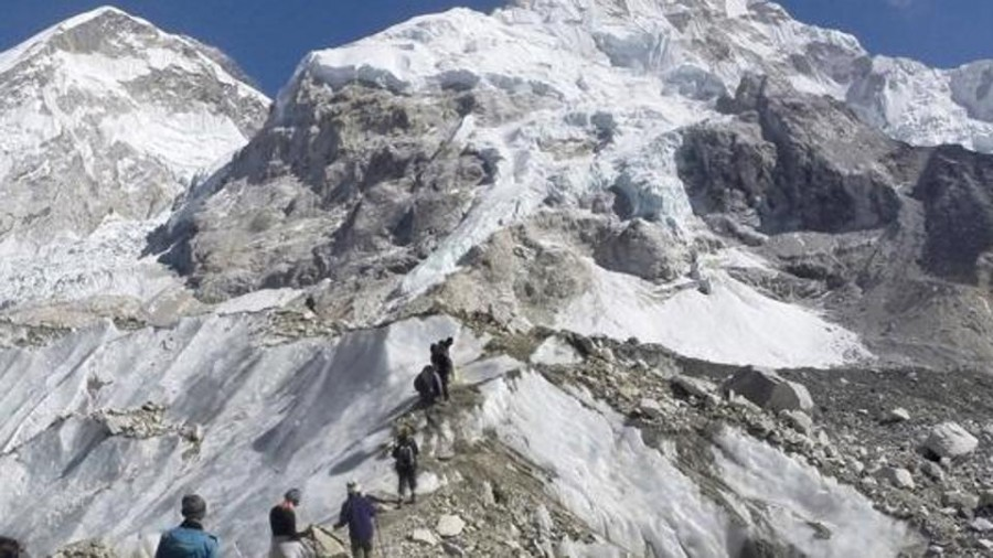 2 Indians climbers among 7 dead on overcrowded Mount Everest