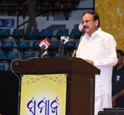 Media must remain honest and truthful, act with great restraint and responsibility: Vice President