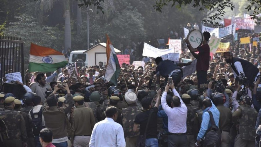 Protesting JNU Students Stopped By Delhi Police During March To Parliament