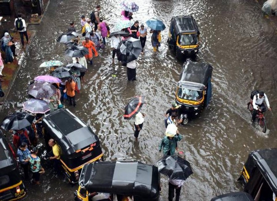 Heavy Rainfall Forecast in Mumbai today, School Colleges closed