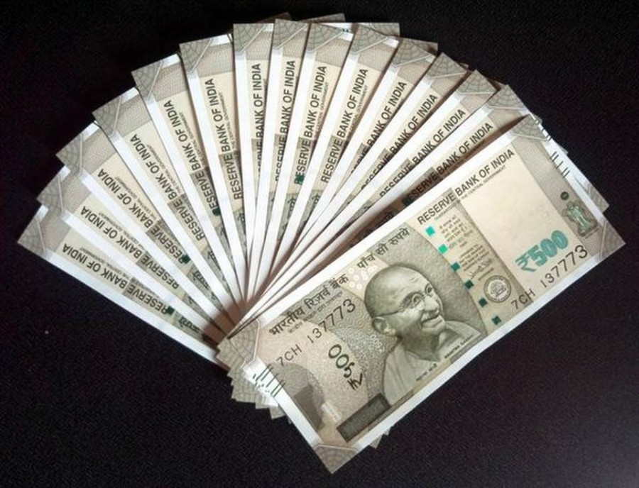 Rupee slips 29 paise to 70.32 vs $ in early trade