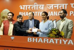 Badminton star Saina Nehwal, sister Chandranshu join BJP