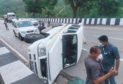 Car in Sharad Pawar's convoy overturns on expressway; his car passes safely