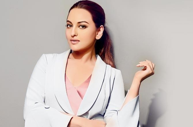 UP Police visit Sonakshi Sinha's Mumbai house for inquiry in fraud case