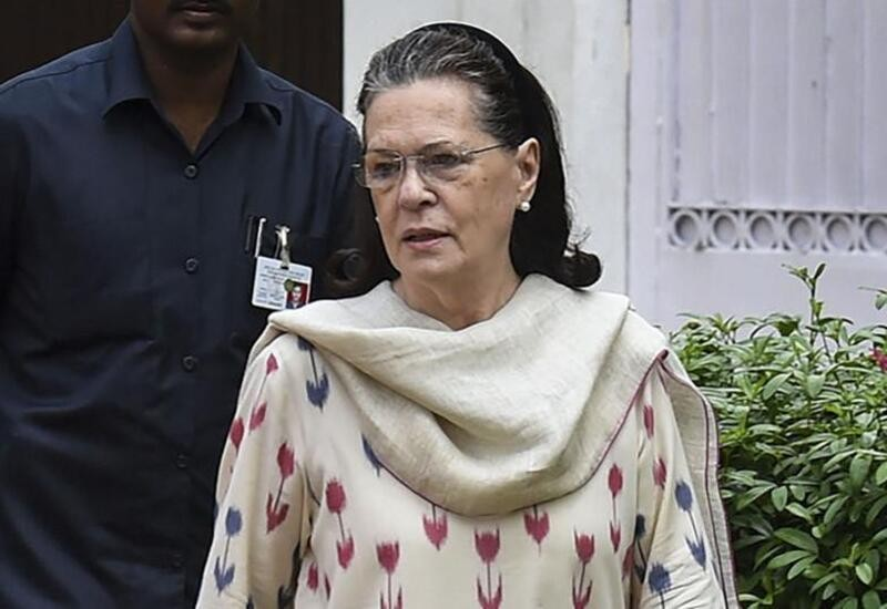 Sonia meets Shivakumar at Tihar jail ahead of his bail hearing