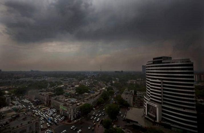Delhi sees 'very poor' air quality despite rain; Twitterati share thunderstorm