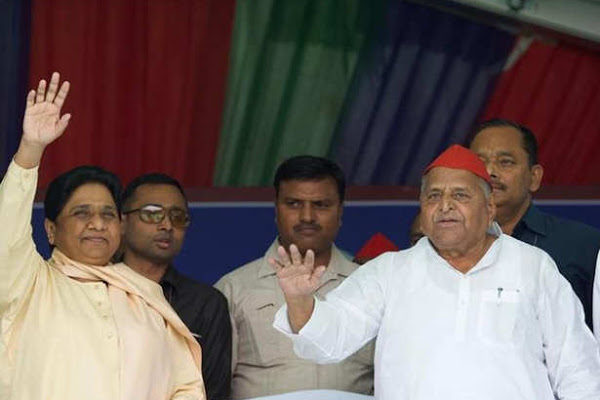 25 saal baad: Mayawati turns mulayam for SP in joint rally in Mainpuri