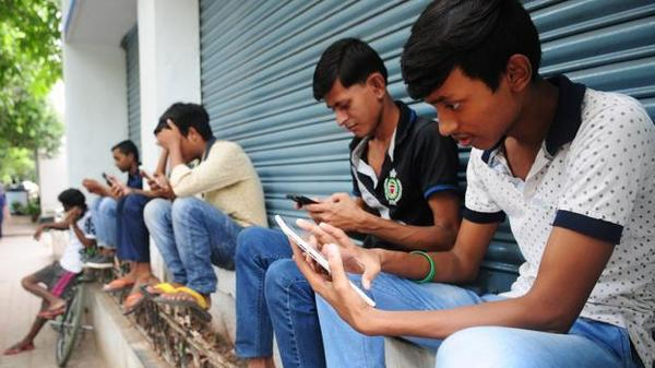 India's internet base crosses 500 mn mark, Rural India driving growth, usage